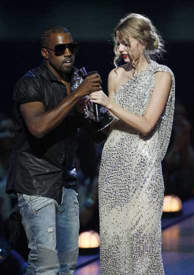 Kanye steals the mike from Taylor Swift